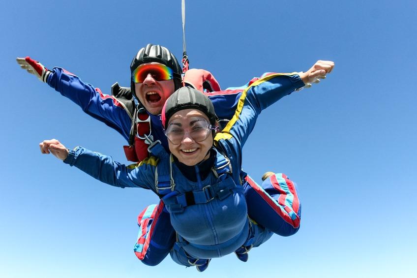 tirarse en paracaídas