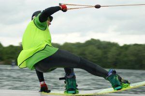 deportes de aventura acuáticos