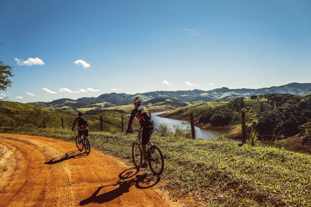 Ciclistas en la montaña